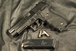 http://www.horsefish.net/airsoft/images/P226Review/SigSauerP226_2_tn.jpg