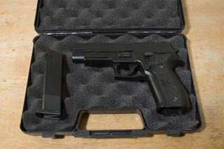 http://www.horsefish.net/airsoft/images/P226Review/p226-2-incase_tn.jpg